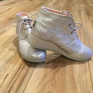 Toms Silver Wedge Boots - Youth 6 or Women's 7.5